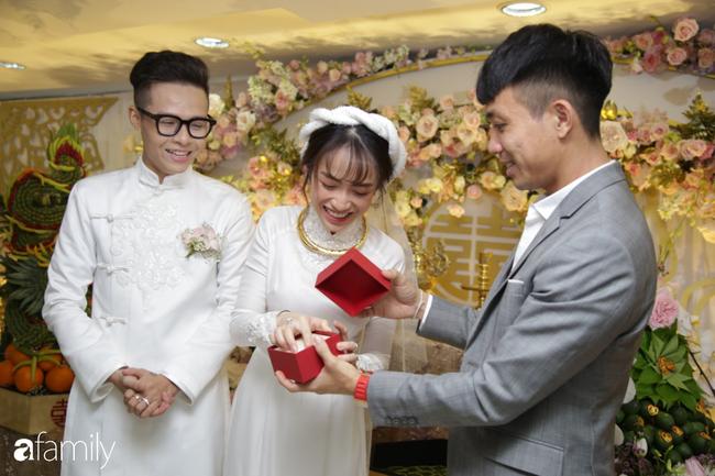 HOT: Toàn cảnh lễ đưa dâu toàn siêu xe hơn 100 tỷ của con gái đại gia Minh Nhựa, quà cưới toàn vàng, kim cương đeo đỏ tay-11