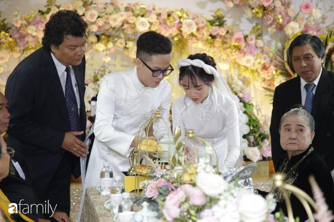 HOT: Toàn cảnh lễ đưa dâu toàn siêu xe hơn 100 tỷ của con gái đại gia Minh Nhựa, quà cưới toàn vàng, kim cương đeo đỏ tay-20