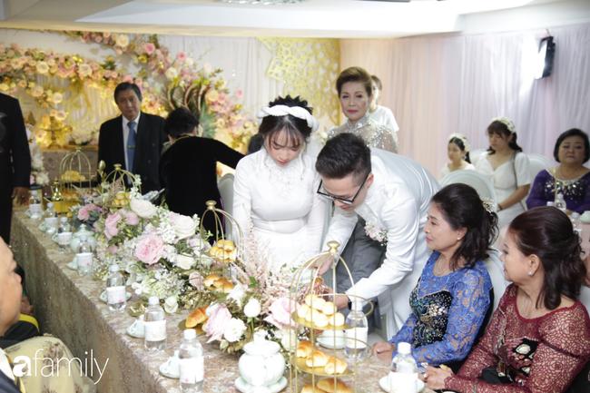 HOT: Toàn cảnh lễ đưa dâu toàn siêu xe hơn 100 tỷ của con gái đại gia Minh Nhựa, quà cưới toàn vàng, kim cương đeo đỏ tay-19