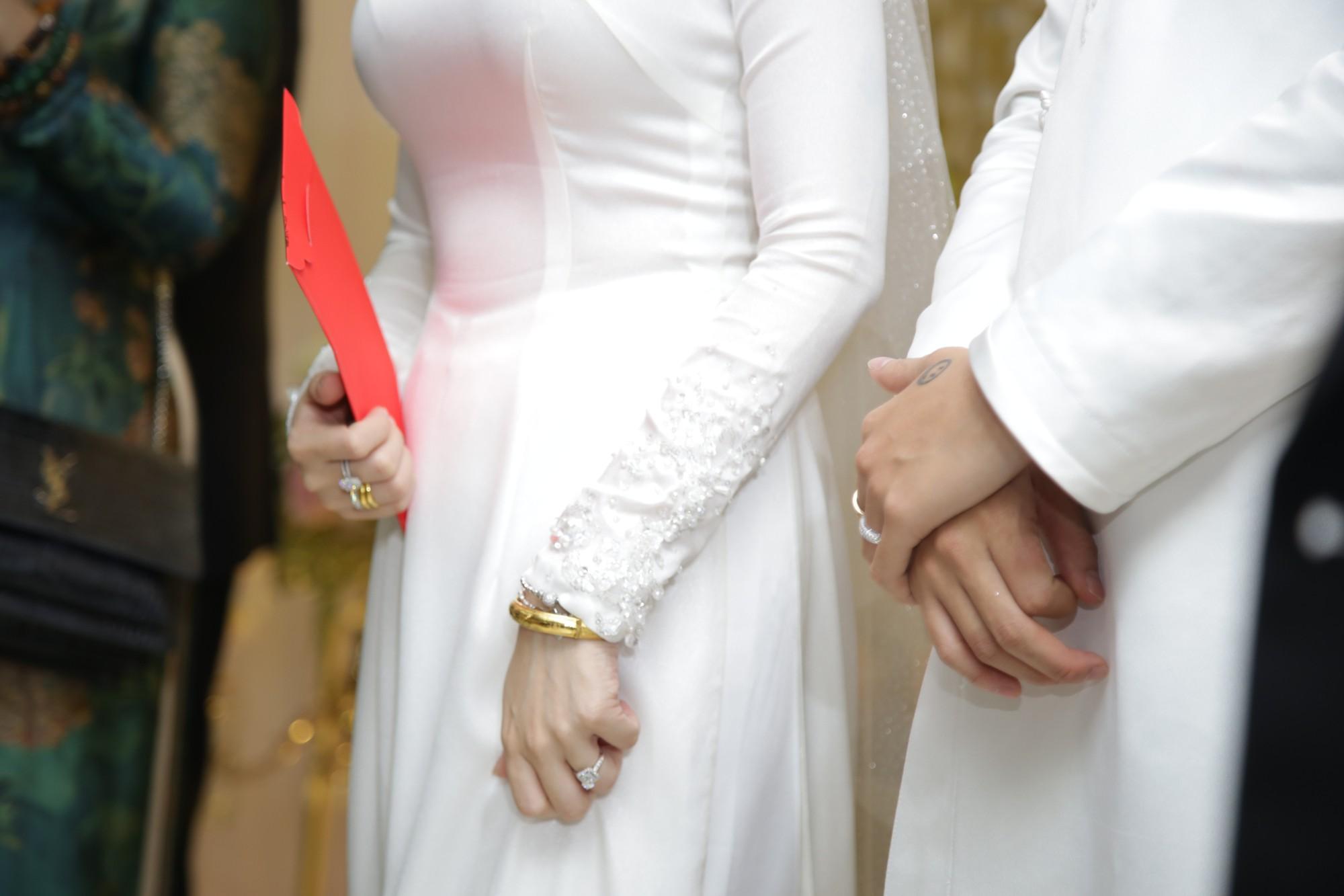 HOT: Toàn cảnh lễ đưa dâu toàn siêu xe hơn 100 tỷ của con gái đại gia Minh Nhựa, quà cưới toàn vàng, kim cương đeo đỏ tay-27