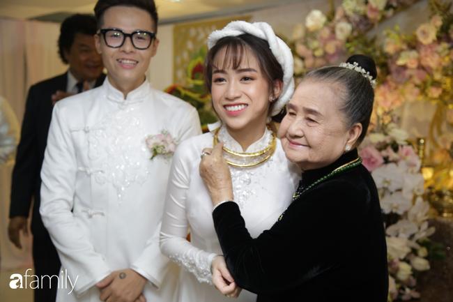 HOT: Toàn cảnh lễ đưa dâu toàn siêu xe hơn 100 tỷ của con gái đại gia Minh Nhựa, quà cưới toàn vàng, kim cương đeo đỏ tay-15