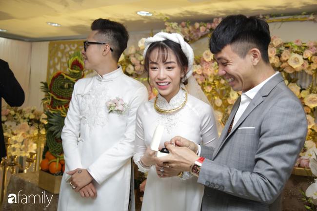 HOT: Toàn cảnh lễ đưa dâu toàn siêu xe hơn 100 tỷ của con gái đại gia Minh Nhựa, quà cưới toàn vàng, kim cương đeo đỏ tay-13