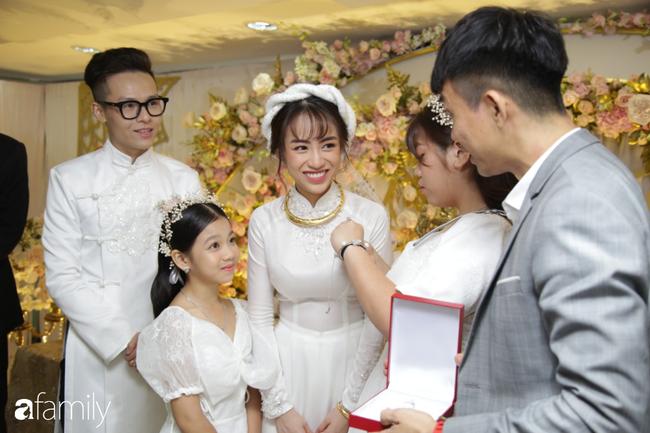HOT: Toàn cảnh lễ đưa dâu toàn siêu xe hơn 100 tỷ của con gái đại gia Minh Nhựa, quà cưới toàn vàng, kim cương đeo đỏ tay-17