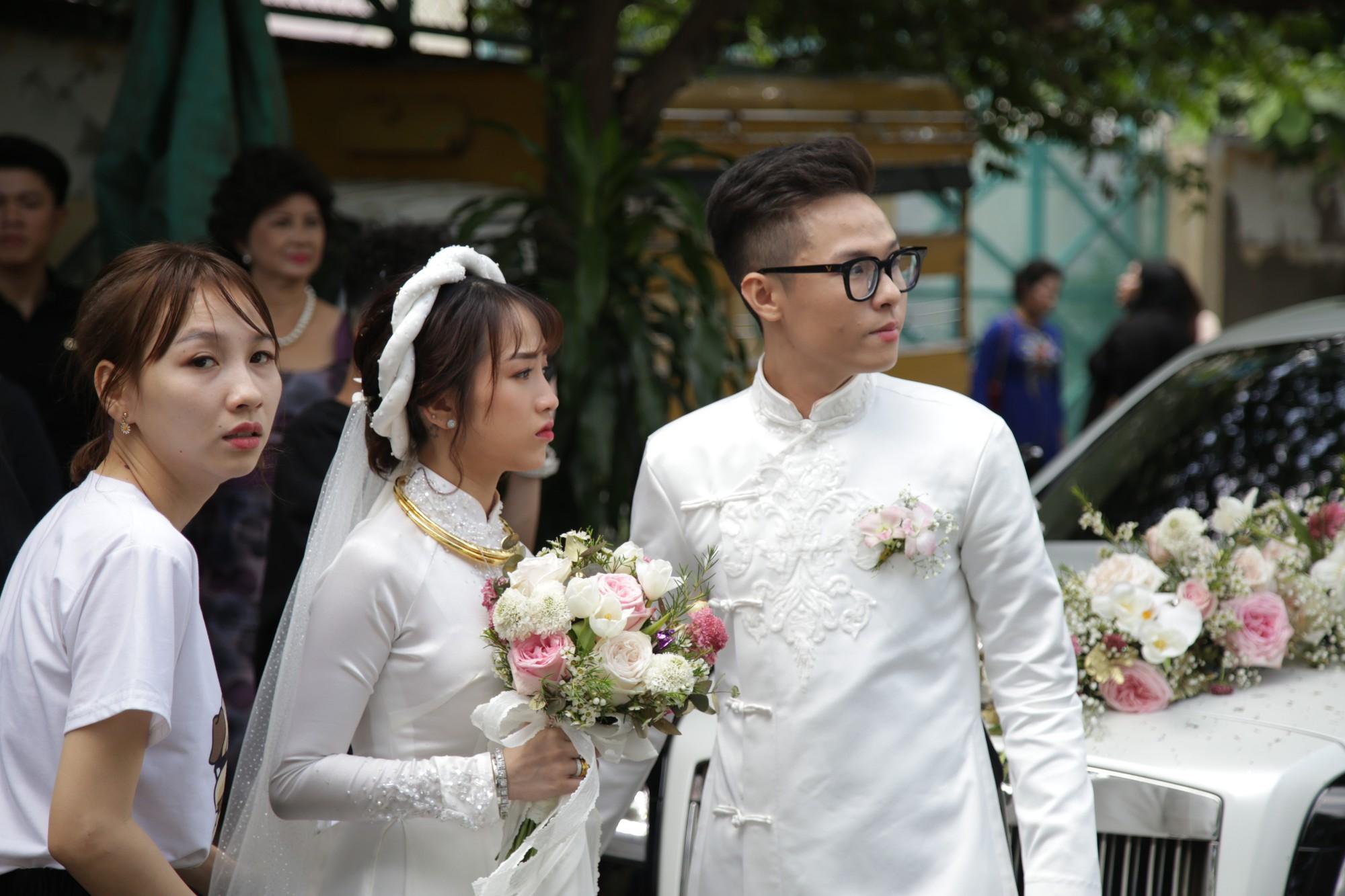 HOT: Toàn cảnh lễ đưa dâu toàn siêu xe hơn 100 tỷ của con gái đại gia Minh Nhựa, quà cưới toàn vàng, kim cương đeo đỏ tay-31