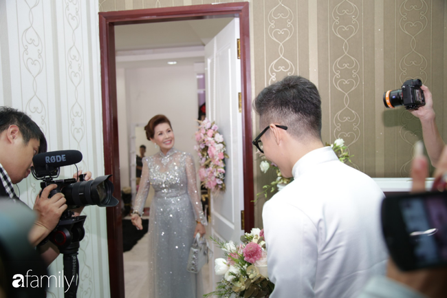 HOT: Toàn cảnh lễ đưa dâu toàn siêu xe hơn 100 tỷ của con gái đại gia Minh Nhựa, quà cưới toàn vàng, kim cương đeo đỏ tay-7