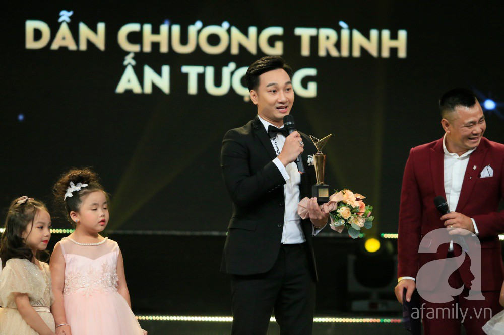 VTV Awards 2019: Thành Trung lại bị ném đá dữ dội vì thắng giải MC ấn tượng nhất-2