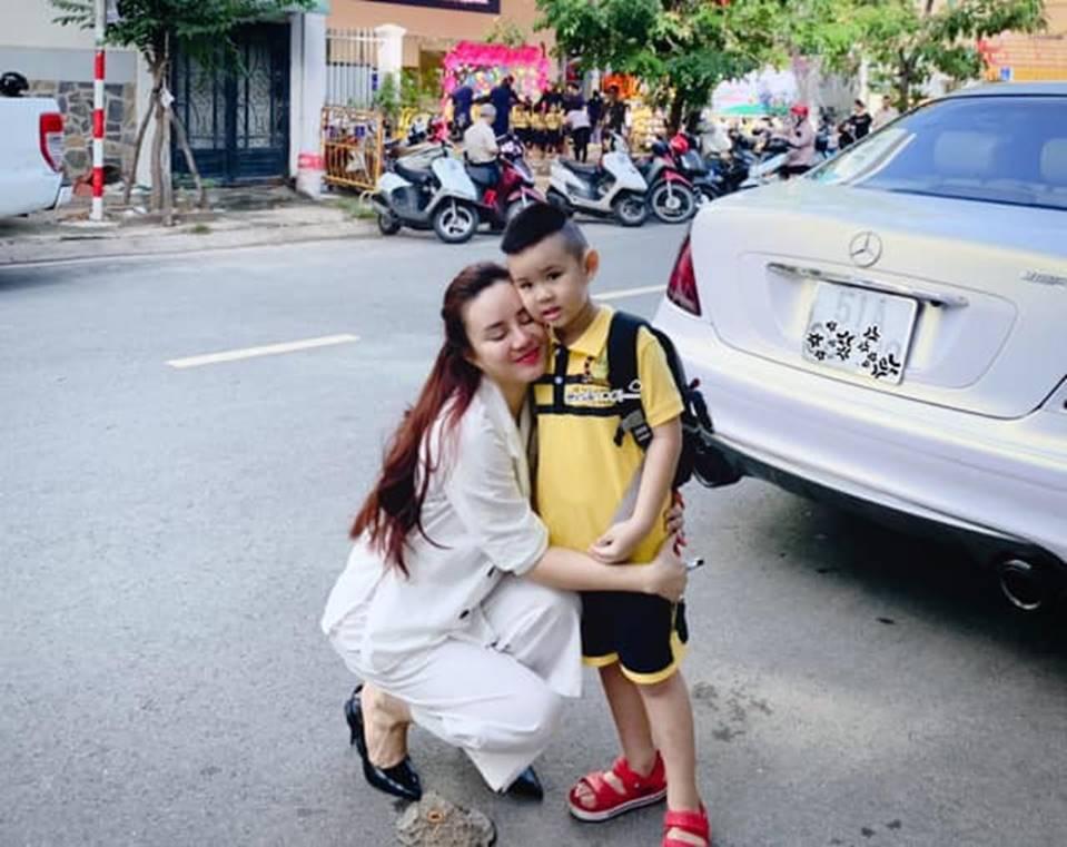 Lấy chồng đại gia, ở biệt thự 40 tỷ, ca sĩ Vy Oanh đắn đo Chọn trường nào cho con trai học để không cảm giác quá đầy đủ-3