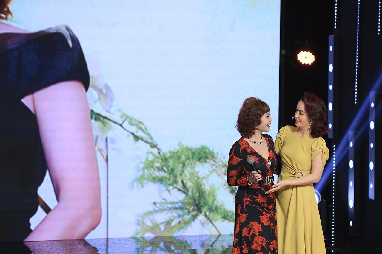 Ký ức vui vẻ: Vỡ òa khi Hoa hậu HTV lần đầu xuất hiện, tiết lộ tuổi thật U60 khiến ai cũng ngỡ ngàng-1