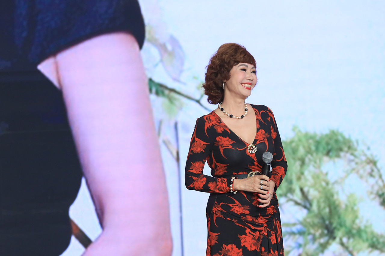 Ký ức vui vẻ: Vỡ òa khi Hoa hậu HTV lần đầu xuất hiện, tiết lộ tuổi thật U60 khiến ai cũng ngỡ ngàng-2