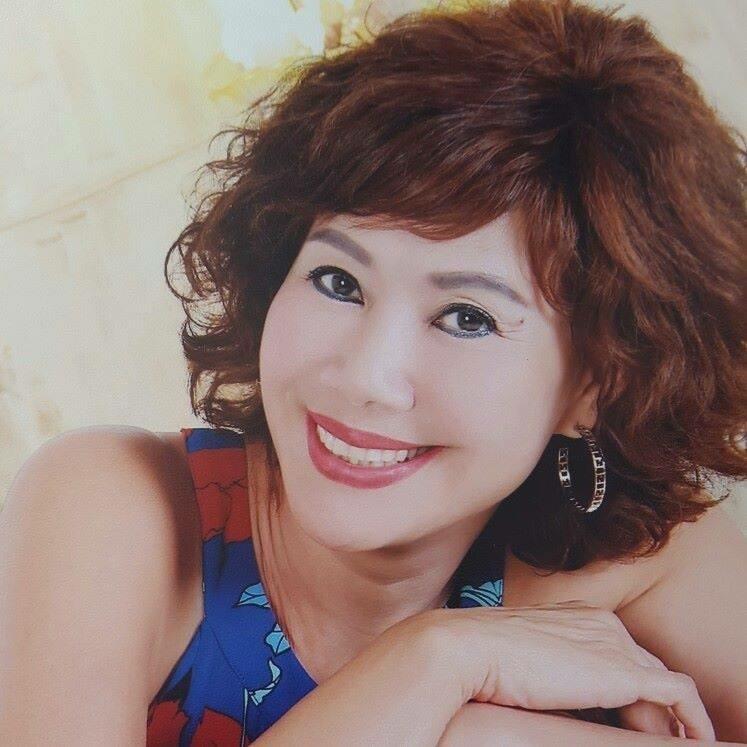 Ký ức vui vẻ: Vỡ òa khi Hoa hậu HTV lần đầu xuất hiện, tiết lộ tuổi thật U60 khiến ai cũng ngỡ ngàng-6