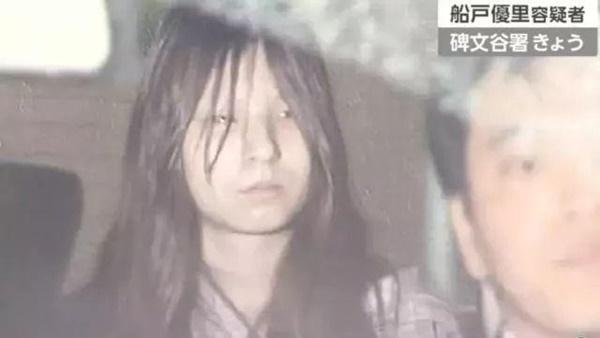 Mẹ thản nhiên nhìn bố dượng đánh đập con gái và cuốn nhật ký tìm được sau khi qua đời mới đau lòng-3