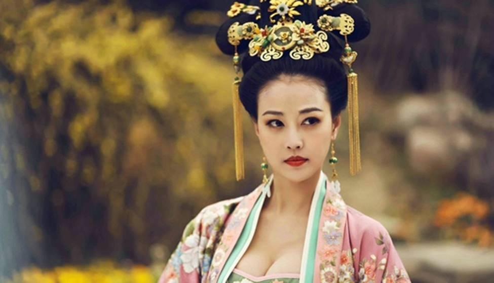 Tiểu Long Nữ đẹp nhất màn ảnh lộ da mặt nhăn nheo, già nua gây thất vọng-14