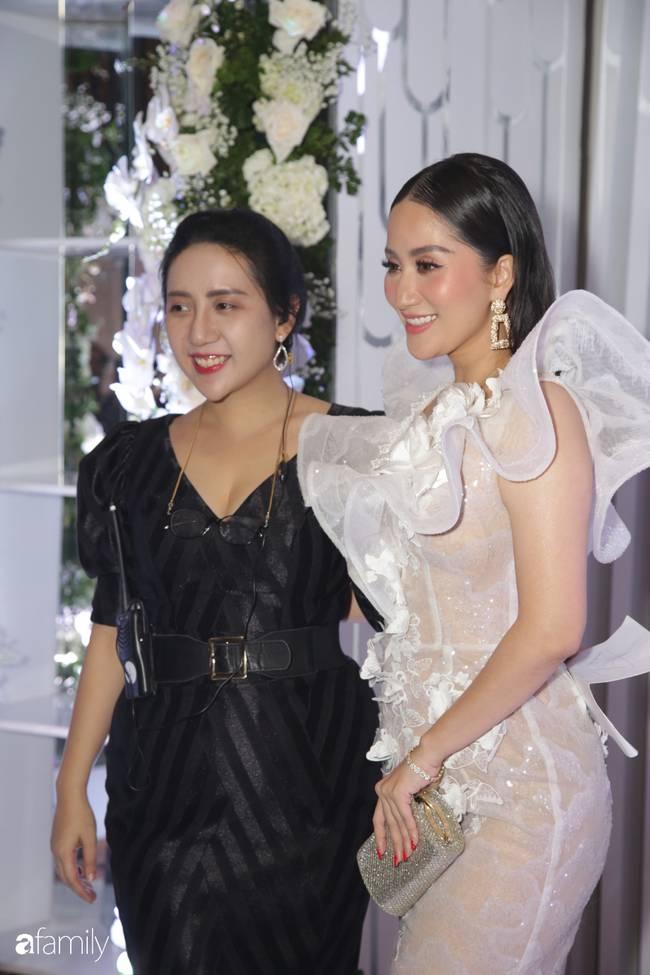 Dàn khách mời cực khủng với Trấn Thành làm MC, đại gia Phan Thành, Ưng Hoàng Phúc,... đều đến chúc mừng ái nữ Minh Nhựa-5