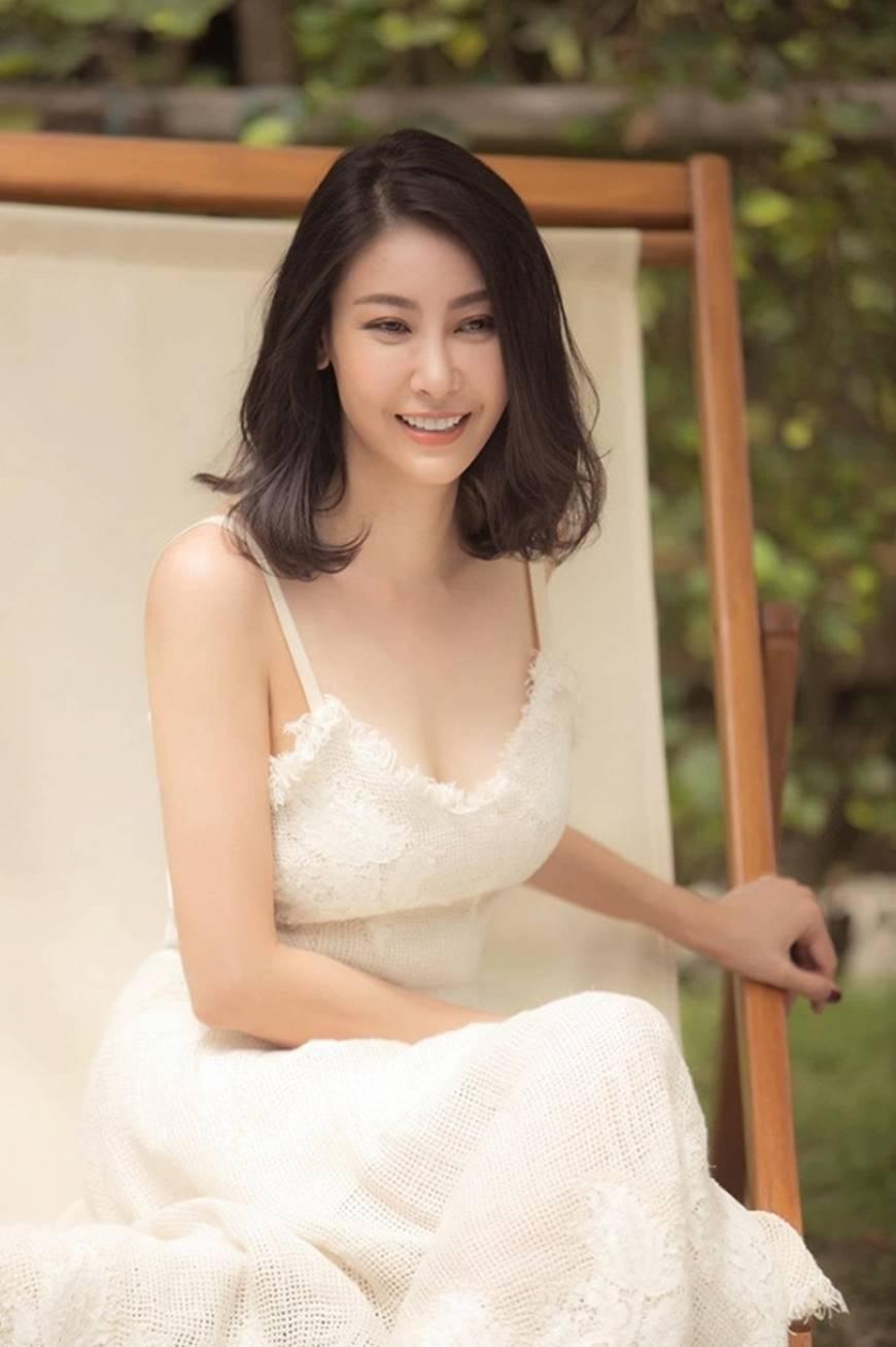 Hoa hậu Hà Kiều Anh chào đón ngày mới với loạt hình gam trắng ngọt ngào-1