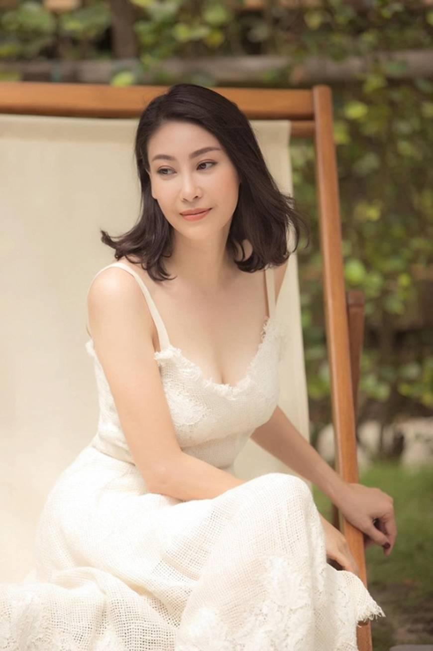 Hoa hậu Hà Kiều Anh chào đón ngày mới với loạt hình gam trắng ngọt ngào-2