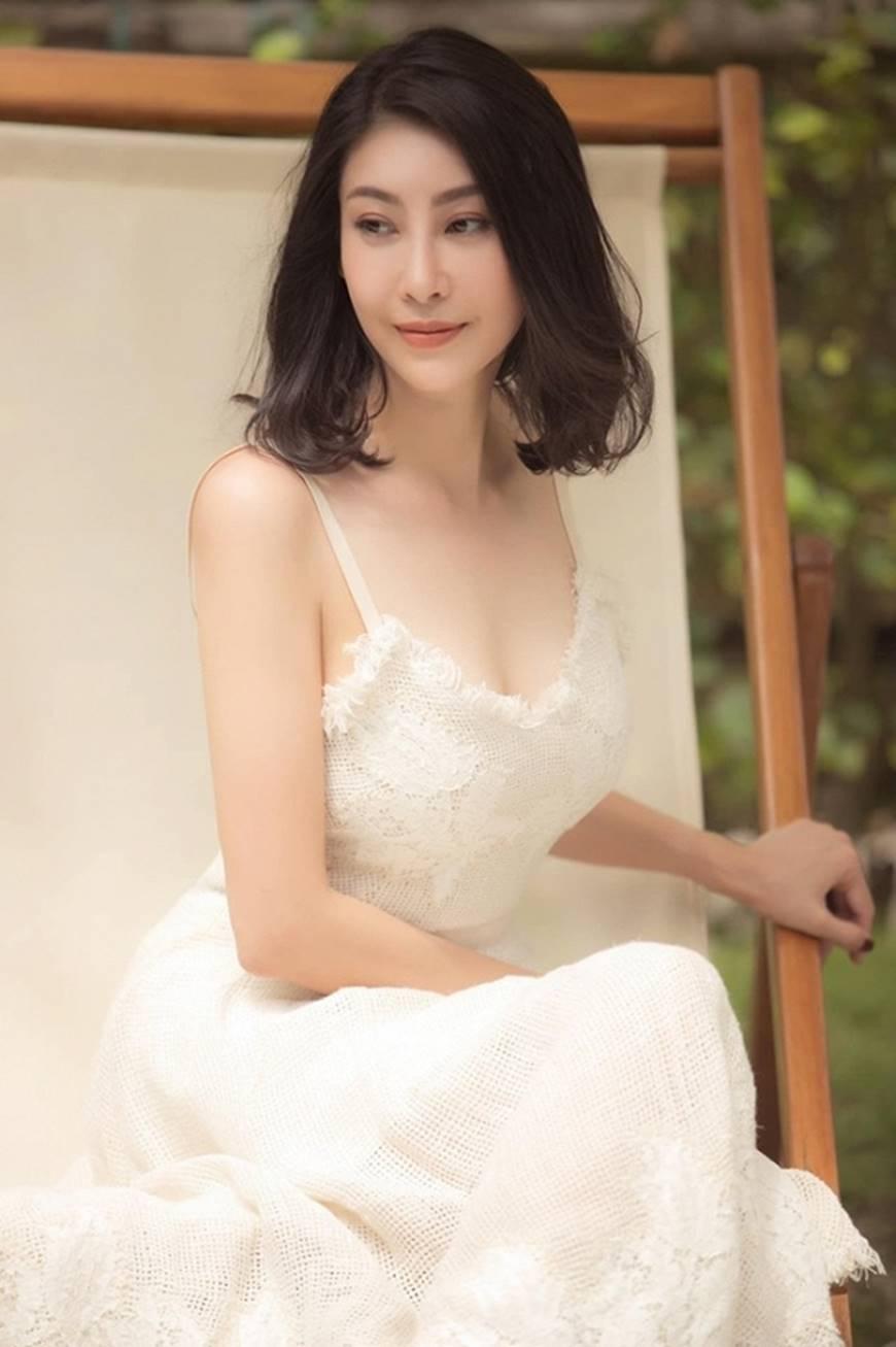 Hoa hậu Hà Kiều Anh chào đón ngày mới với loạt hình gam trắng ngọt ngào-3
