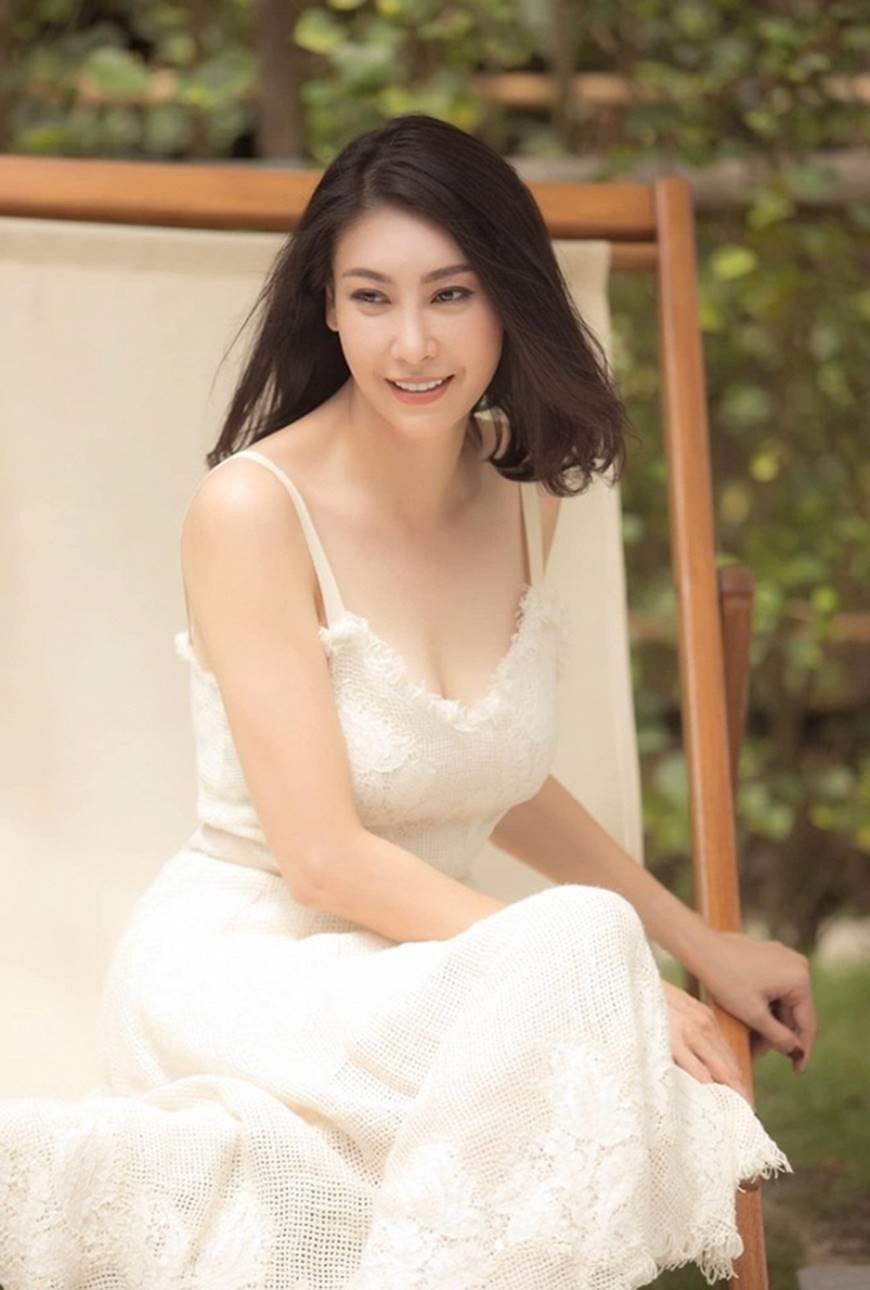 Hoa hậu Hà Kiều Anh chào đón ngày mới với loạt hình gam trắng ngọt ngào-5