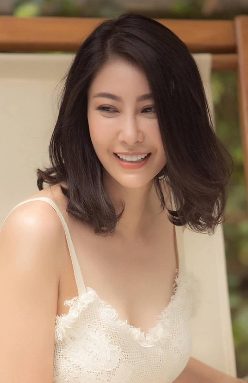 Hoa hậu Hà Kiều Anh chào đón ngày mới với loạt hình gam trắng ngọt ngào-8