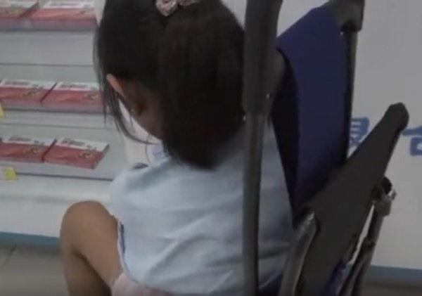 Bé gái 8 tuổi mua Viagra khiến dược sĩ bất ngờ, người mẹ rơi nước mắt nói lý do-1