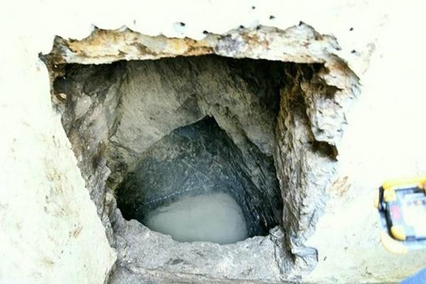 Đào vườn sửa nhà, cặp vợ chồng phát hiện điều lạ gây choáng váng bên dưới nền-3