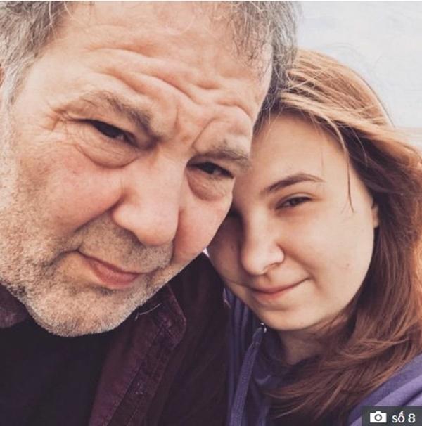 """Bất chấp bị mang danh thánh đào mỏ"""", thiếu nữ 16 tuổi vẫn yêu cụ ông 58-1"""