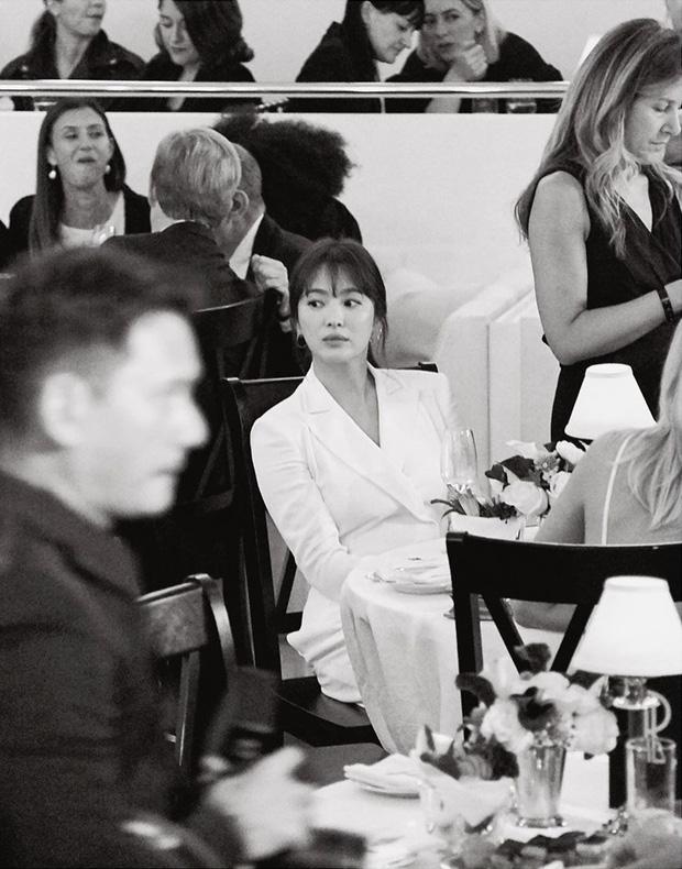 Loạt ảnh chính thức của Song Hye Kyo tại sự kiện quốc tế ở Mỹ: Cố gồng làm gì, chị xuất thần nhất là khi sương sương!-1