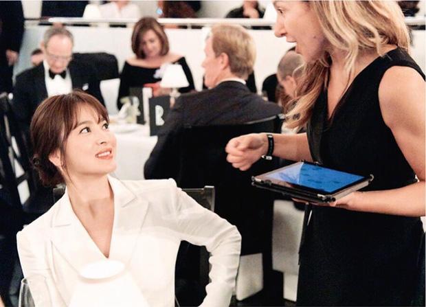 Loạt ảnh chính thức của Song Hye Kyo tại sự kiện quốc tế ở Mỹ: Cố gồng làm gì, chị xuất thần nhất là khi sương sương!-5