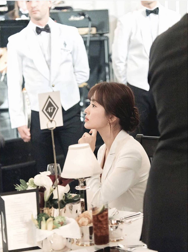 Loạt ảnh chính thức của Song Hye Kyo tại sự kiện quốc tế ở Mỹ: Cố gồng làm gì, chị xuất thần nhất là khi sương sương!-3