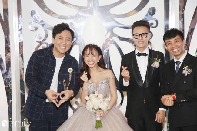 Tiết lộ kinh phí tổ chức tiệc cưới con gái Minh Nhựa đã lên tới 20 tỷ đồng, riêng tiền hoa trang trí đã là 700 triệu!-1