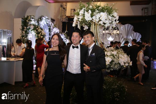 Tiết lộ kinh phí tổ chức tiệc cưới con gái Minh Nhựa đã lên tới 20 tỷ đồng, riêng tiền hoa trang trí đã là 700 triệu!-7