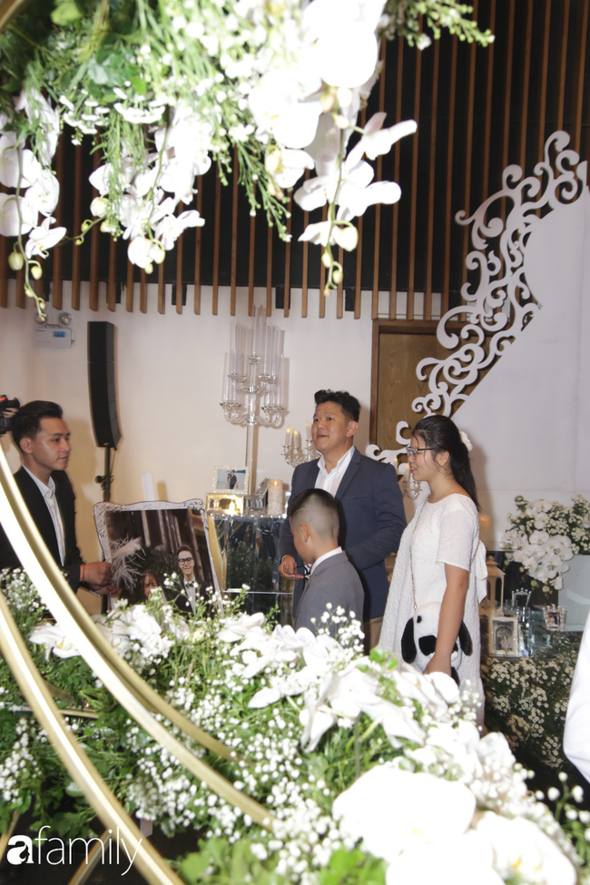 Tiết lộ kinh phí tổ chức tiệc cưới con gái Minh Nhựa đã lên tới 20 tỷ đồng, riêng tiền hoa trang trí đã là 700 triệu!-6