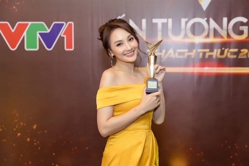 Bảo Thanh nhận giải VTV Awards, đạo diễn Khải Anh tuyên bố Thu Quỳnh xứng đáng hơn: Đừng vì cái cúp mà thù nhau!-1