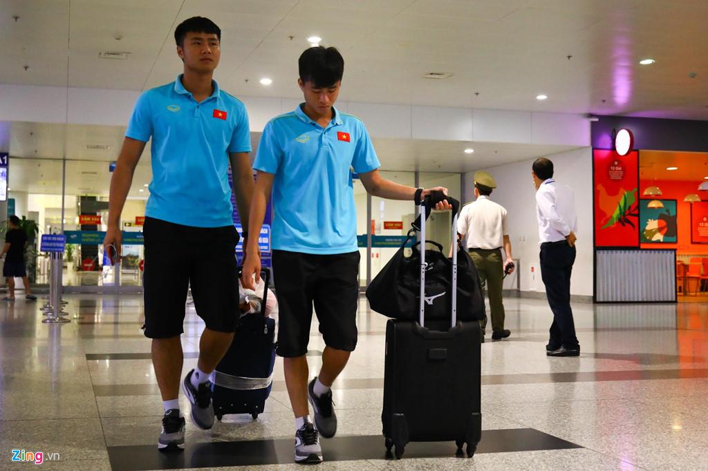 Thủ môn U22 Việt Nam suýt bị bỏ lại ở sân bay Nội Bài-1