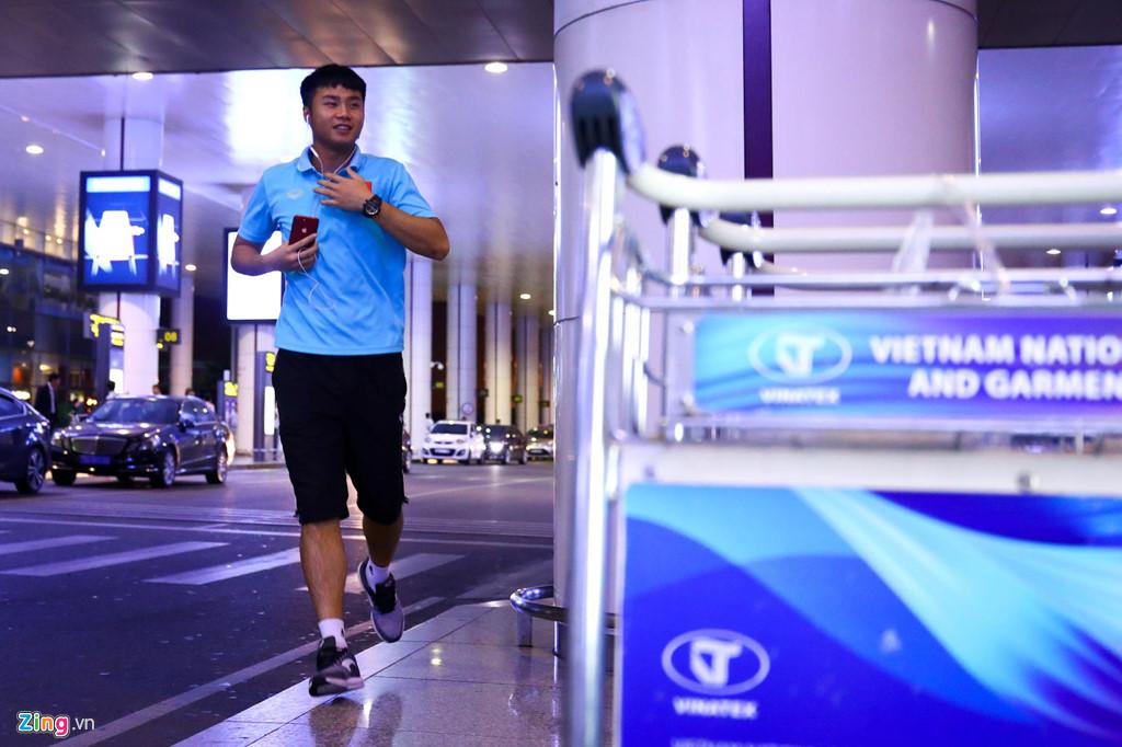 Thủ môn U22 Việt Nam suýt bị bỏ lại ở sân bay Nội Bài-4