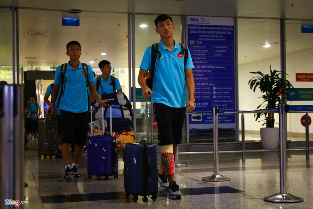 Thủ môn U22 Việt Nam suýt bị bỏ lại ở sân bay Nội Bài-6