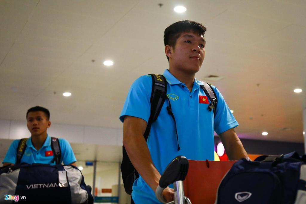 Thủ môn U22 Việt Nam suýt bị bỏ lại ở sân bay Nội Bài-7