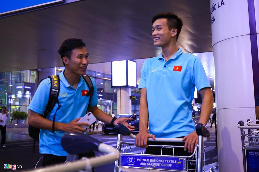 Thủ môn U22 Việt Nam suýt bị bỏ lại ở sân bay Nội Bài-8