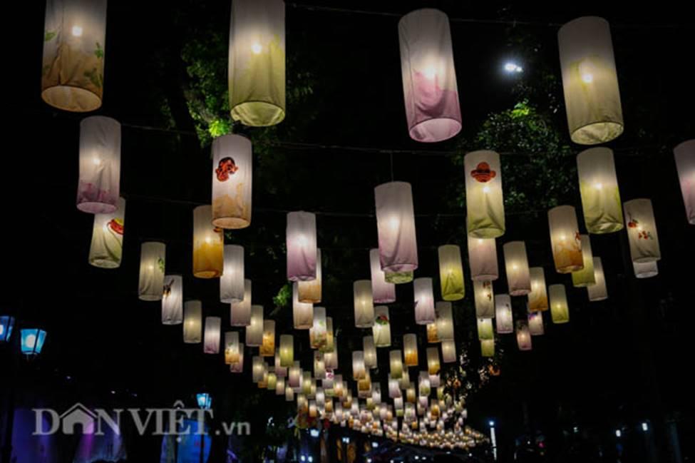 Ảnh: Phố bích họa Phùng Hưng lung linh bởi hàng trăm đèn trung thu-1