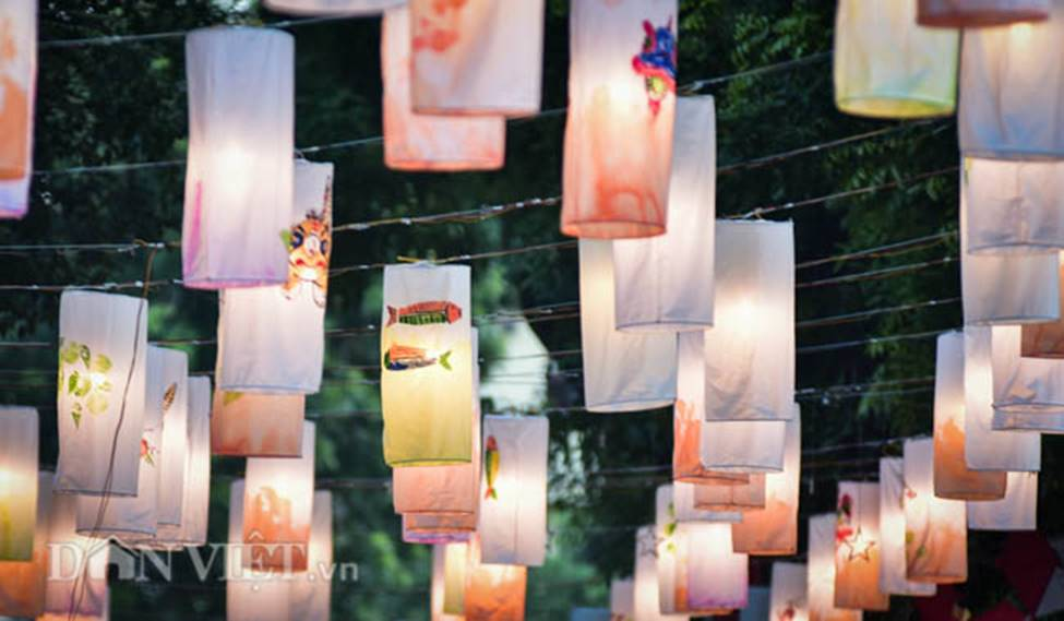 Ảnh: Phố bích họa Phùng Hưng lung linh bởi hàng trăm đèn trung thu-4