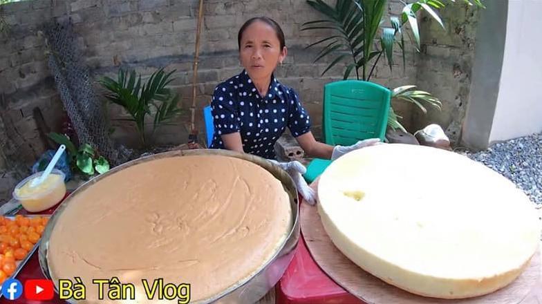 Giỏi như bà Tân Vlog: Bột trộn lõng bõng mà vẫn nướng được cốt bánh căng đét, dân làm bánh đành ngả mũ chịu thua-3