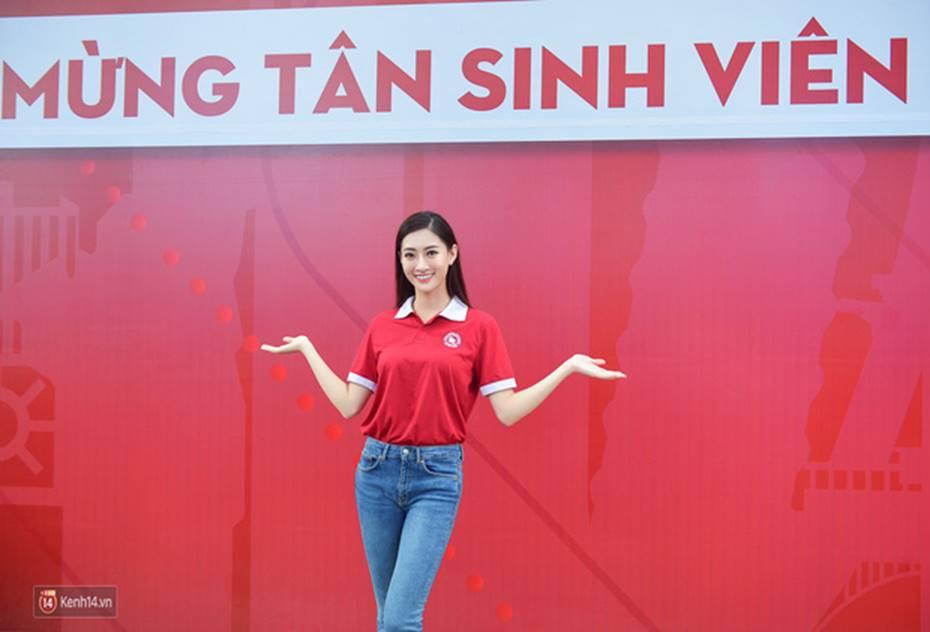 Hoa hậu Lương Thùy Linh đẹp xuất sắc trong ngày khai giảng Ngoại thương, khẳng định chưa có ý định Nam tiến để tập trung cho học tập-2