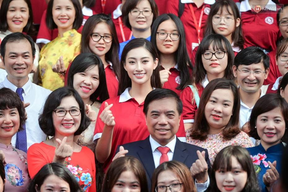 Hoa hậu Lương Thùy Linh đẹp xuất sắc trong ngày khai giảng Ngoại thương, khẳng định chưa có ý định Nam tiến để tập trung cho học tập-3