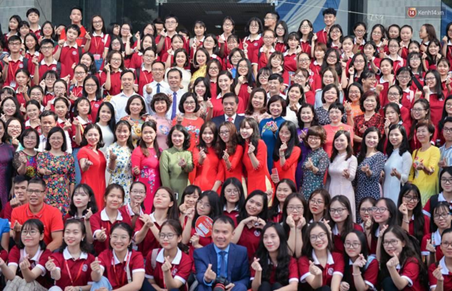 Hoa hậu Lương Thùy Linh đẹp xuất sắc trong ngày khai giảng Ngoại thương, khẳng định chưa có ý định Nam tiến để tập trung cho học tập-4