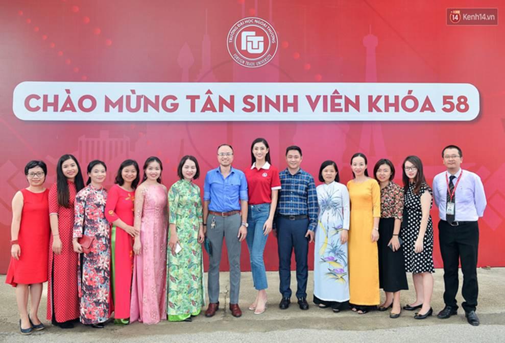 Hoa hậu Lương Thùy Linh đẹp xuất sắc trong ngày khai giảng Ngoại thương, khẳng định chưa có ý định Nam tiến để tập trung cho học tập-5