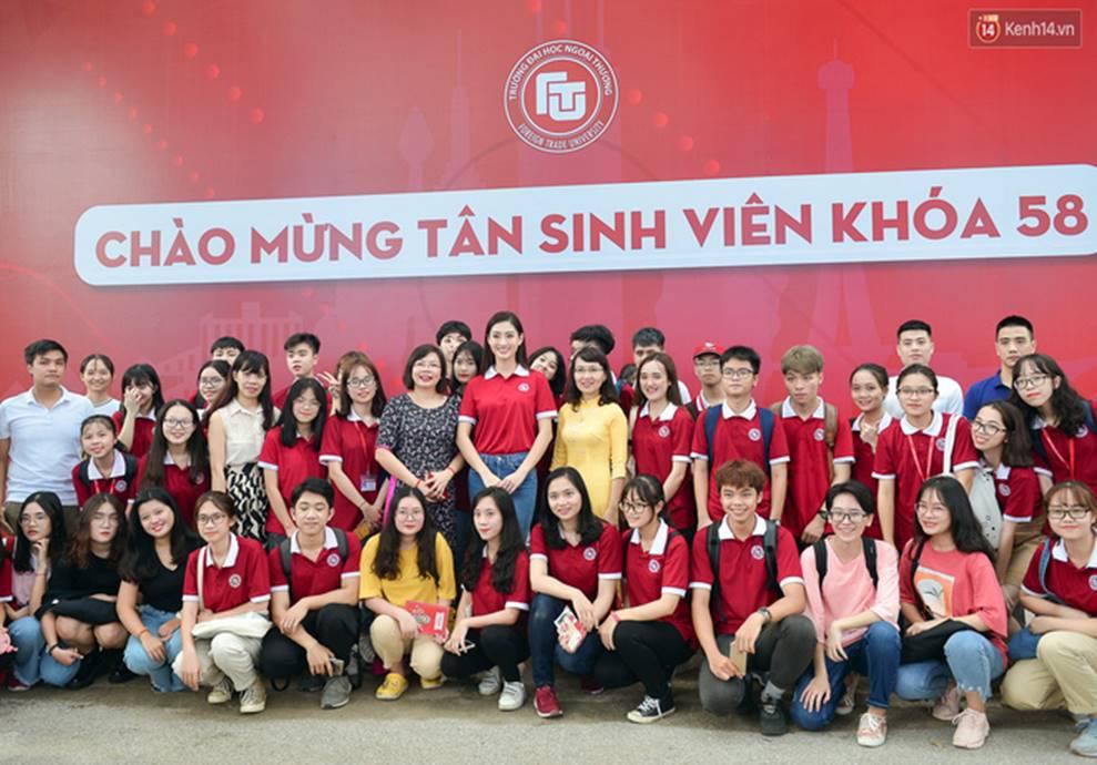 Hoa hậu Lương Thùy Linh đẹp xuất sắc trong ngày khai giảng Ngoại thương, khẳng định chưa có ý định Nam tiến để tập trung cho học tập-6