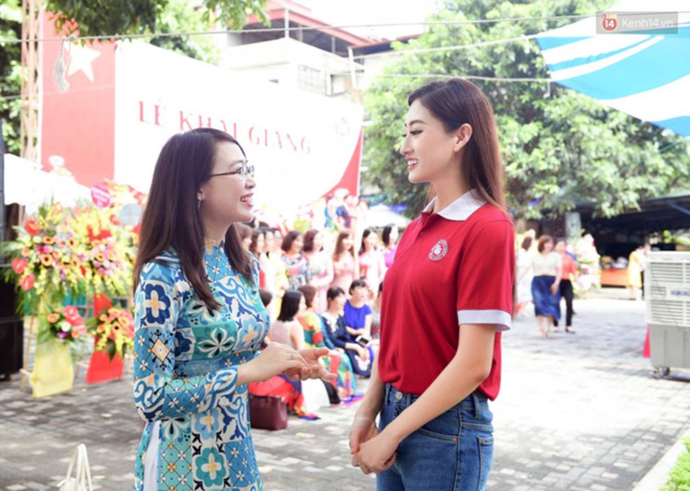 Hoa hậu Lương Thùy Linh đẹp xuất sắc trong ngày khai giảng Ngoại thương, khẳng định chưa có ý định Nam tiến để tập trung cho học tập-7