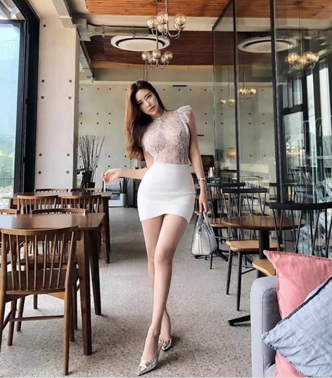 2 tiểu thư thành thị, giàu có nổi tiếng xứ Hàn diện toàn váy, bikini đắt tiền-14