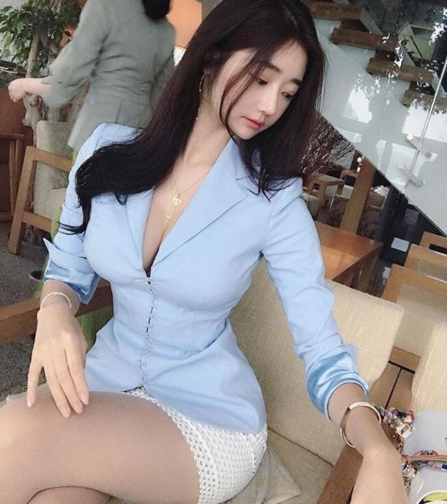 2 tiểu thư thành thị, giàu có nổi tiếng xứ Hàn diện toàn váy, bikini đắt tiền-5