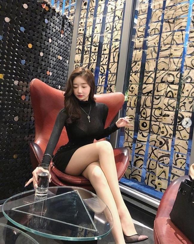 2 tiểu thư thành thị, giàu có nổi tiếng xứ Hàn diện toàn váy, bikini đắt tiền-6