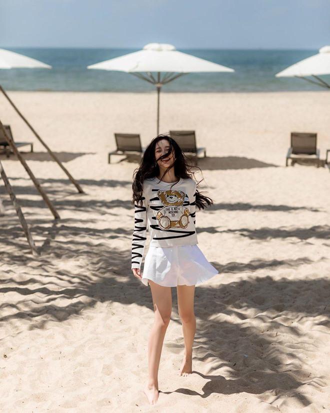 Quỳnh Anh Shyn, Chi Pu rủ nhau mặc bikini, Châu Bùi diện toàn đồ hiệu-8